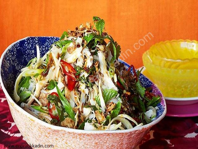 Hindistan Cevizli Ziyafet Salatası