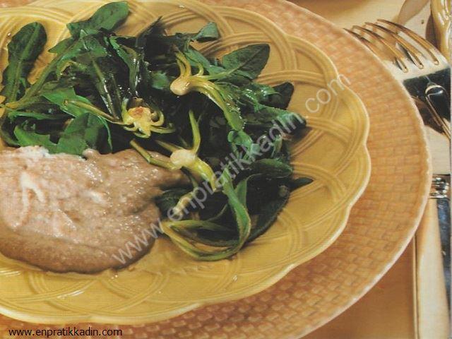 Taratorlu Radika ve Semizotu Salatası
