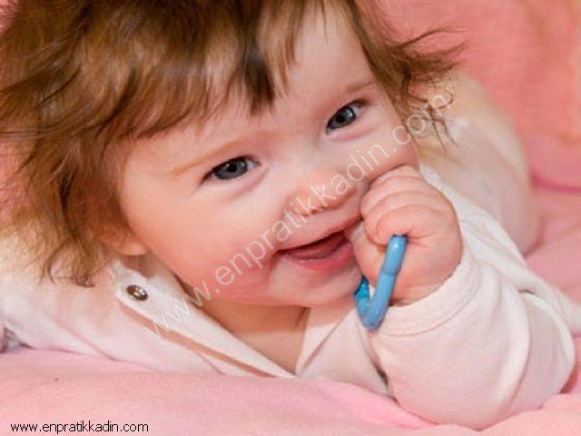 Bebek Diş Çıkartırken Belirtileri