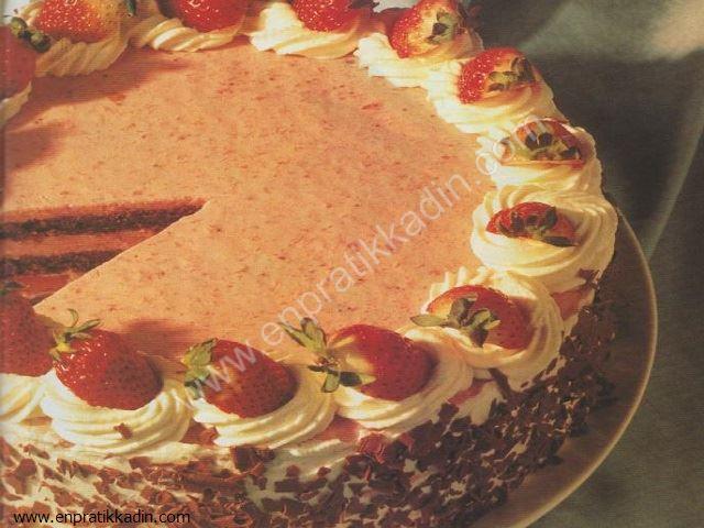Çilekli Kara Orman Pastası