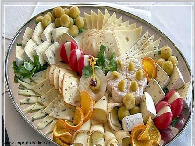 Davetlerde Peynir Nasıl Yenmeli