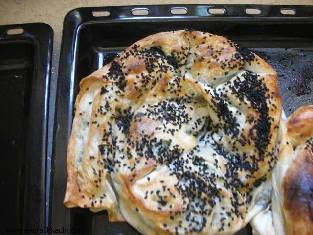 Annemin Pratik Ispanaklı Böreği