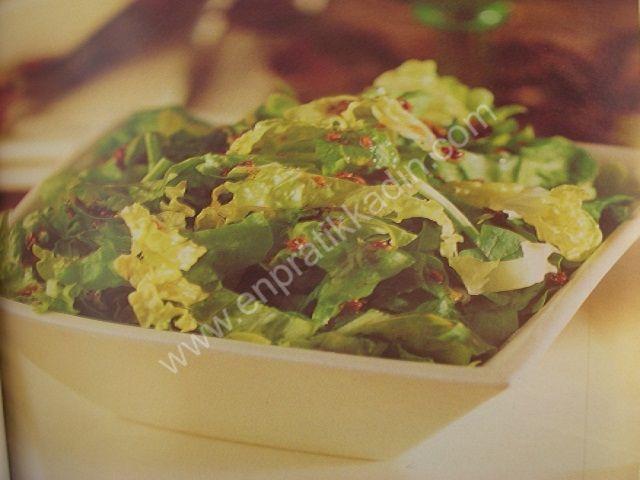 Hardal Soslu Ispanak Salatası
