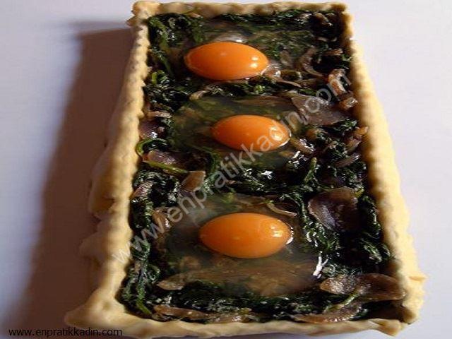 Ispanaklı İçinde Göz Yumurta