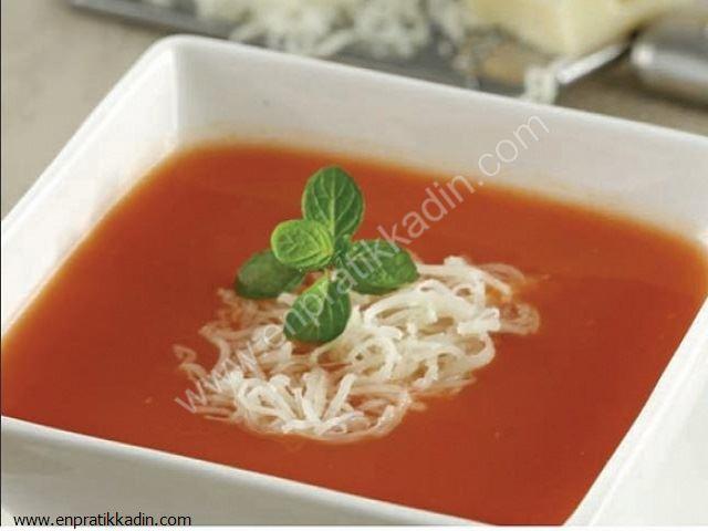 İtalyan Usulü Domatesli Makarna Çorbası