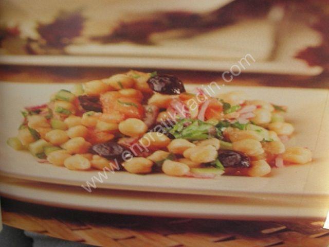 Zeytinli Nohut Salatası